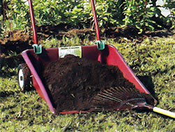 En mycket praktisk och behändig kärra för löv, gräsklipp etc, men inte minst att ha dressgods i.