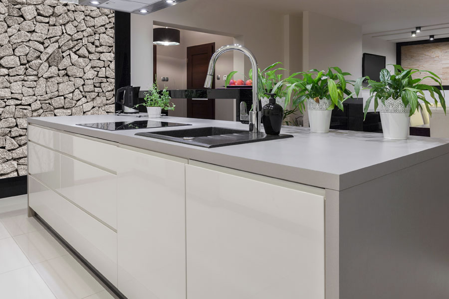 Förvaring med köksö i kök