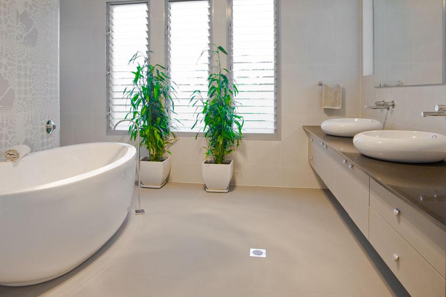 Naturliga och harmoniska kulörer i badrum