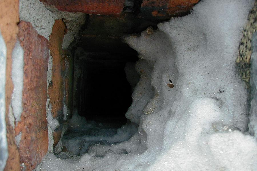Skorstenskanal med snö