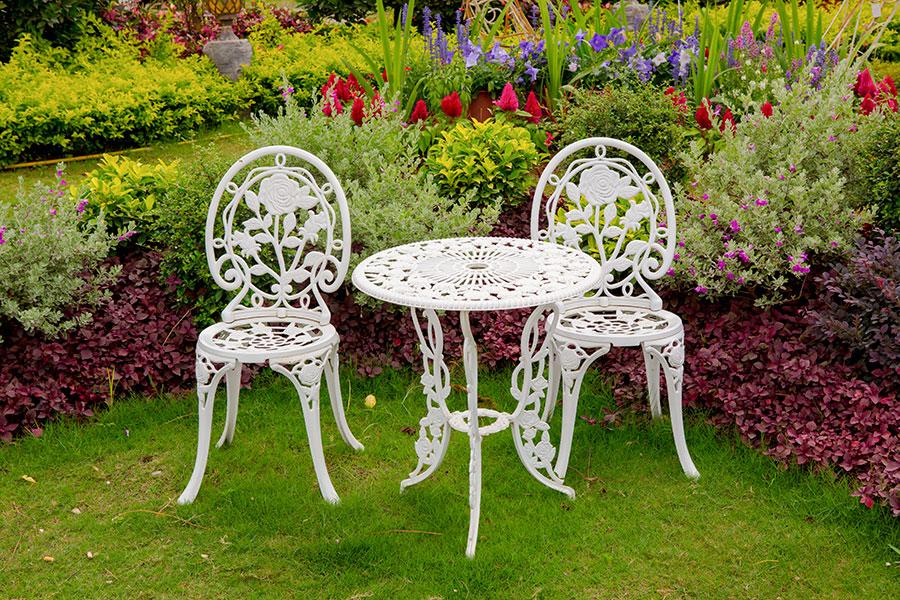 Trädgårdsmöbler av gjutjärn