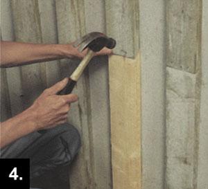 Använd den bortsågade panelbrädan som mall