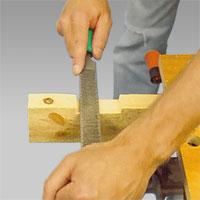 Den flata filsidan används för att jämna raka urtag