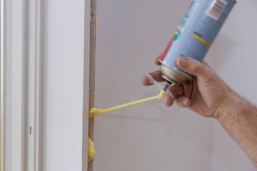 Fogar fönster med fogskum av polyuretan