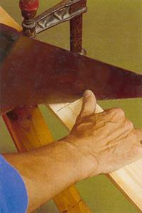 Se till att hålla sågen rakt