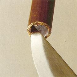 Rensa bort metallspån inne i röret
