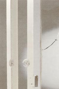 Var försiktig när du delar fönsterbågarna så att du inte skadar träet.