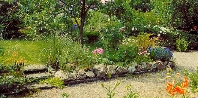 Klassisk markbeläggning med grus och gräs