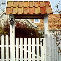 Förlängda grindstolpar med tak