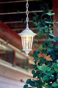 Kedjeupphängd lampa.