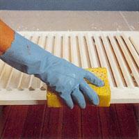 Tvätta fönsterluckorna med målarsoda