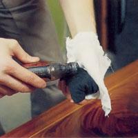 Möbelrenovering steg 21. dränk in yllet med cellulosa-polityr.