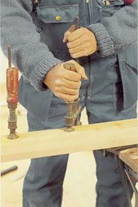 Pressa ihop träytorna med en tving