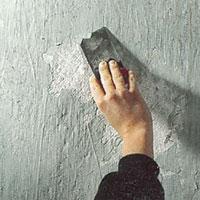 Lös målningsfärg tyder på fuktskada och måste tas bort