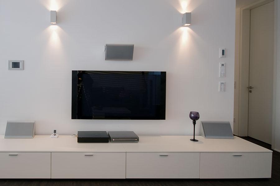 Stäng av TV:n och nätanslutna apparater