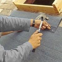 Lägg underlagspapp även nedanför takfönster o dyl.
