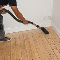 När sliparbetet är klart är det viktigt att du dammsuger golvet mycket noga så att golvet blir riktigt rent