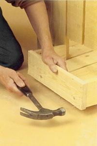 Montera de tre kantbrädorna runt det tresidiga hämtningsfacket
