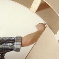 Kapa täckskivor av 4 mm plywood på tvären.