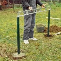 Kontrollera samtliga stolpars läge med vattenpasset