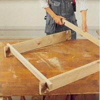 Gör lockstommen av de två resterande, kluvna brädorna.