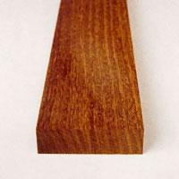Venga är ett svart-brunt träslag som växer i Östafrika.