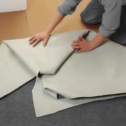 Viker ihop mattan i 50-80 cm breda veck