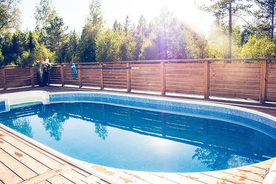 Oval pool