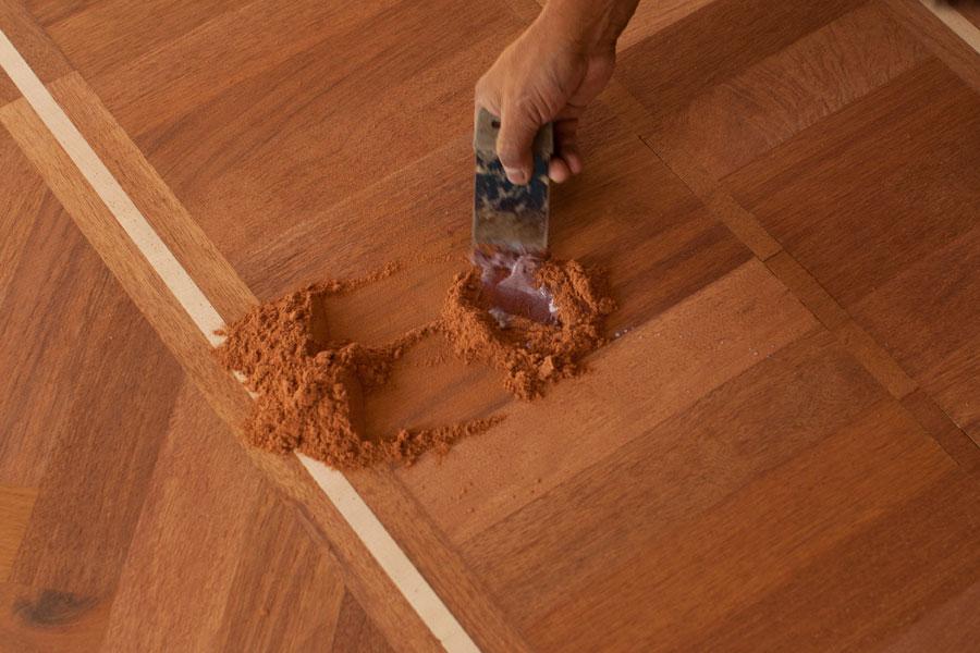 Spacklar skada med träspackel