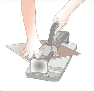 delar klinkerplatta med kakelskärare vid räör