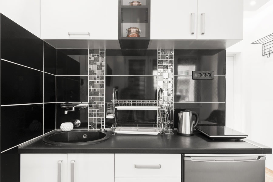 Kakel över bänkskiva i kök