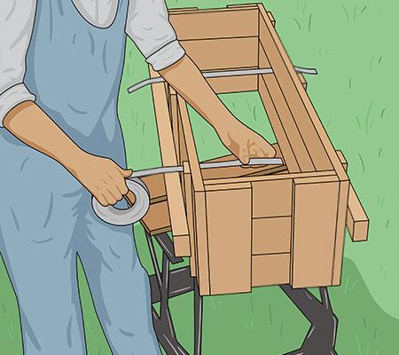 Håll ihop formen ordentligt med spik och bandjärn eller kraftig ståltråd