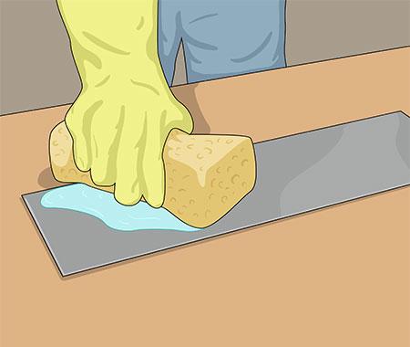 Förzinkad plåt tvättas väl med ammoniaklösning eller målartvätt