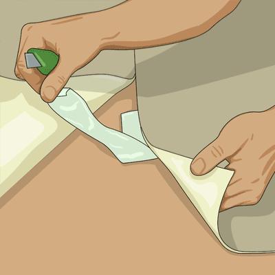Viker försiktigt upp mattändarna och fixerar plastmattan