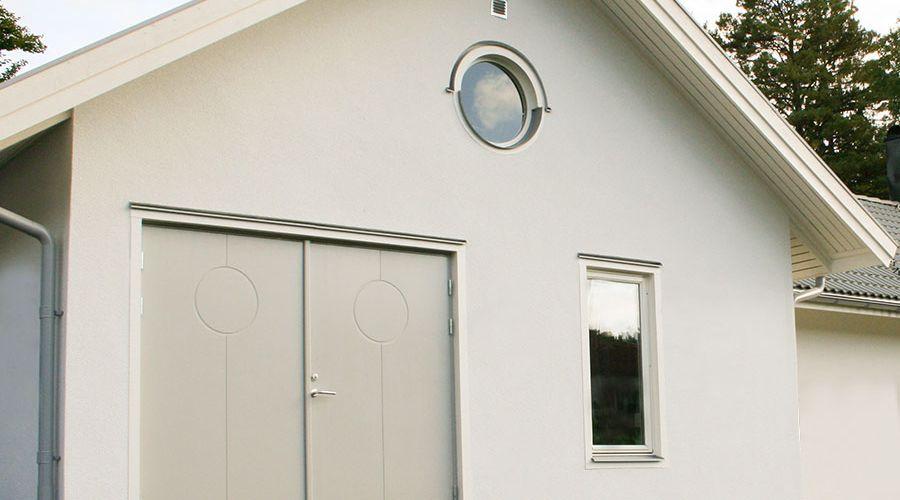 garage-med-slagportar-hus.jpg