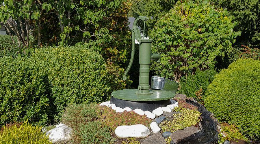 gravd-brunn-med-vattenpump-1.jpg