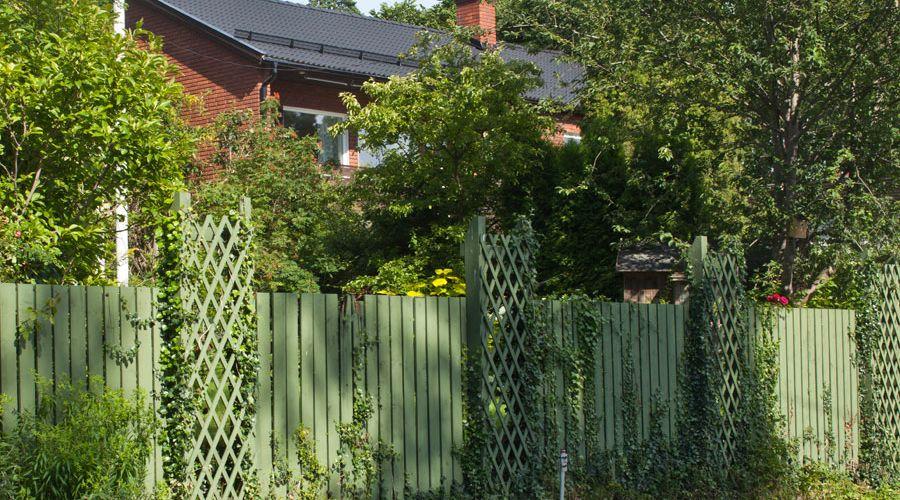 klassiskt-staket-gron-kulor.jpg
