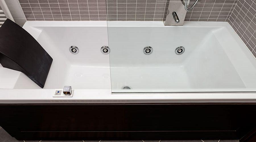 modernt-massagebadkar-badrum.jpg