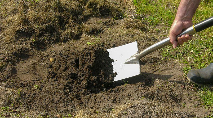 rengjord-skyffel-jord.jpg