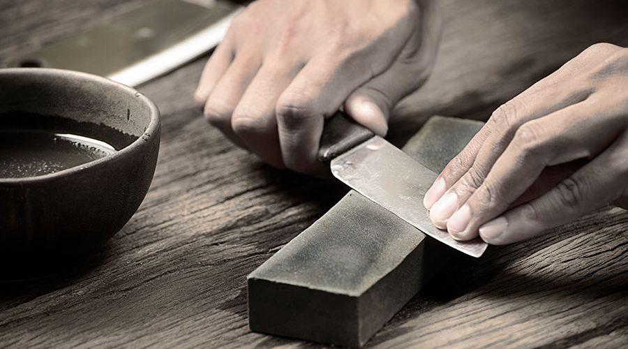 slipar-kniv-med-bryne-1.jpg